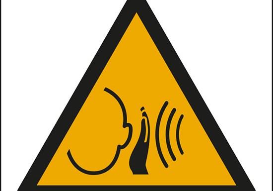 (avvertimento: forti rumori improvvisi – warning; sudden loud noise)