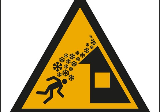 (avvertimento: caduta neve dal tetto – warning: roof avalanche)