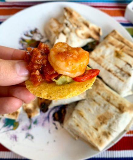 Gamba chorizo salsa met guacemole