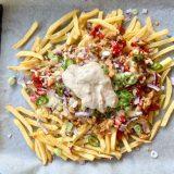 Loaded fries met shoarma