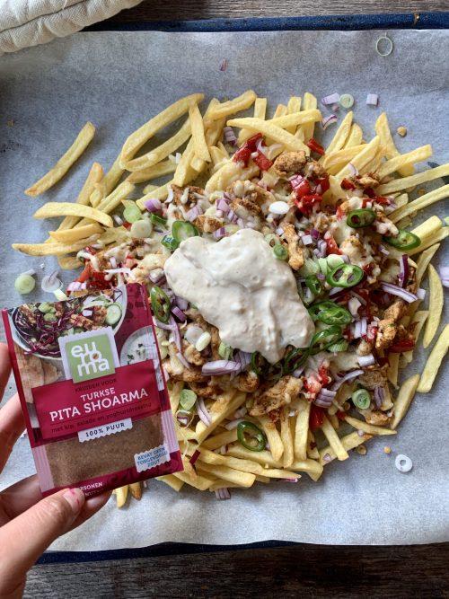 Loaded fries shoarma knoflooksaus