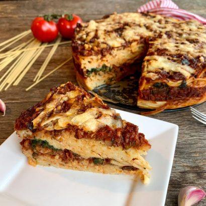 Vegetarische spaghettitaart met spinazie