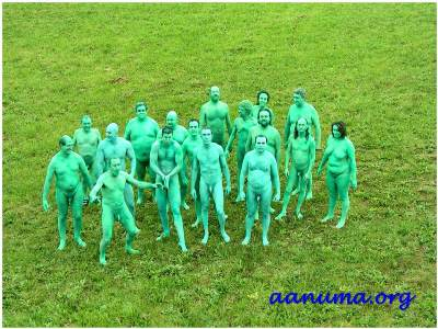 Fiesta nudista de cuerpos pintados en un encuentro de asociaciones en Cantabria
