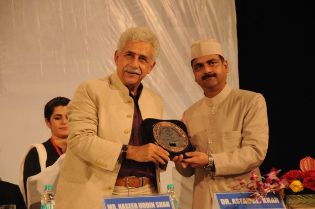 Naseeruddin Shah being felicitated with a memento by the Registrar Dr. Asfar Ali Khan