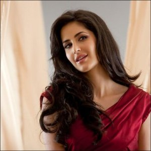 Most searched female actresses : Sunny Leone tops the list.
