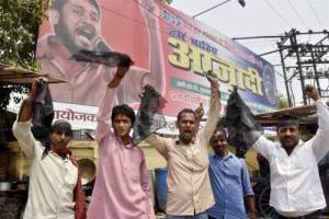 JNUSU president Khaniya Kumar shown black flags in Patna