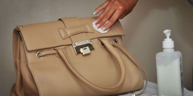 banish-water-stain-on-leather