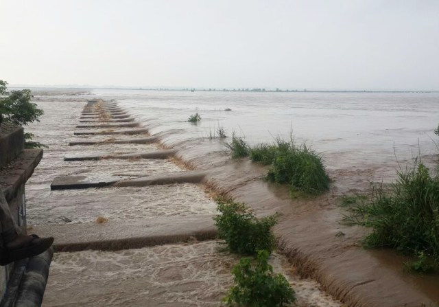 यूपी के रिहंद बांध के बाद इन्द्रपुरी बराज से पानी छोड़ने के बाद रोहतास और भोजपुर में सोन नदी का रूद्र रूप ??