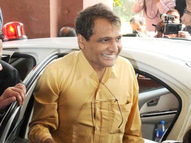 Suresh-Prabhu-arriving-Parliament-House_PIB-1