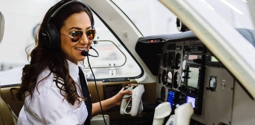 Image result for महिला पायलट बनी अमेरिका में हीरो