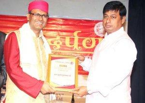 मुंबई में प्रतिष्ठित 'पाग पुरुष' के उपाधि से सम्मानित हुए बिहार के मधुबनी जिले के डॉ. बीरबल झा