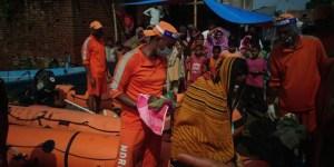 बिहार में बाढ़ के आफ़त के बीच, महिला ने एनडीआरएफ की नाव में दिया बच्ची को जन्म