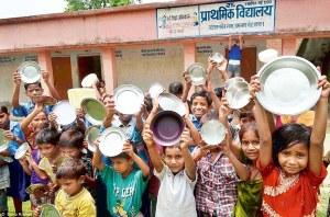 बिहार में कोरोना की मार: नहीं मिल रहा मिड-डे-मील, मासूम कबाड़ बेचने को मजबूर