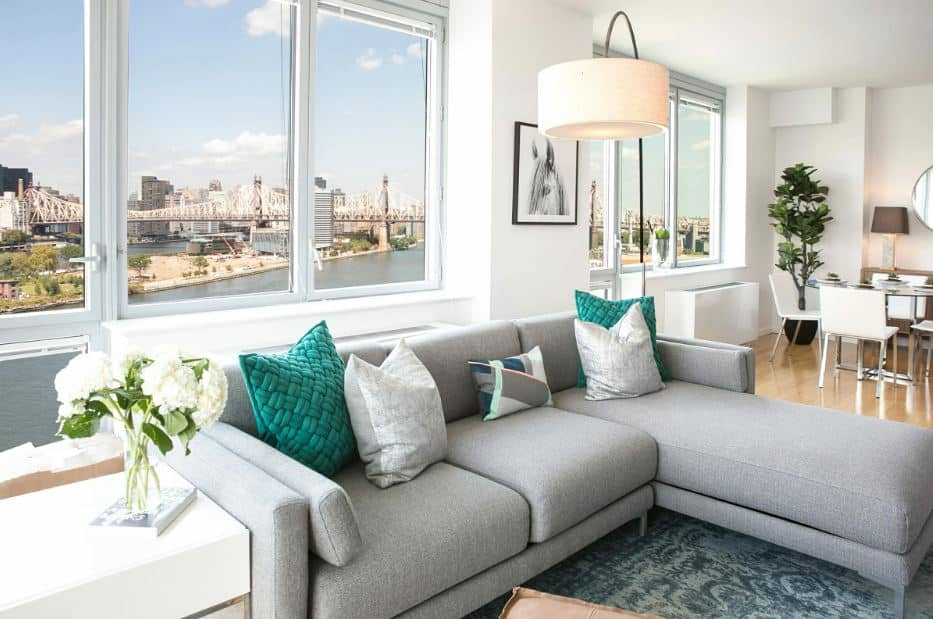 Large living room with city view - Layout ideas for Studio apartments