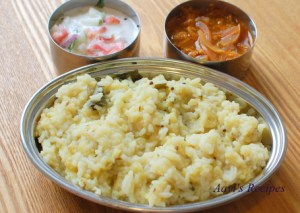 Spicy Pongal with side dishes (Khara pongal – HuLi gojju – Mosaru bajji)