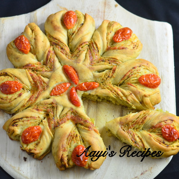 Pesto Filled Flower Shaped Bread17