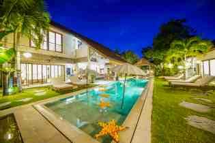 Villa Kadek Swimming Pool at Night
