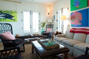 The cozy Living Room Bar