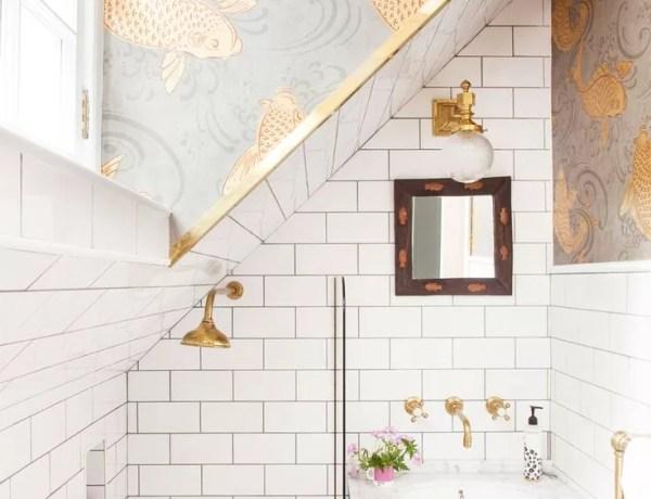 tropikalna tapeta, tapeta w palmy, jak urządzić mieszkanie, mieszkanie w stylu vintage, mieszkanie w stylu skandynawskim, salon retro, geometryczne kafelki podłogowe, kafelki retro