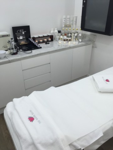 AB&Me_White Room Spa Facial