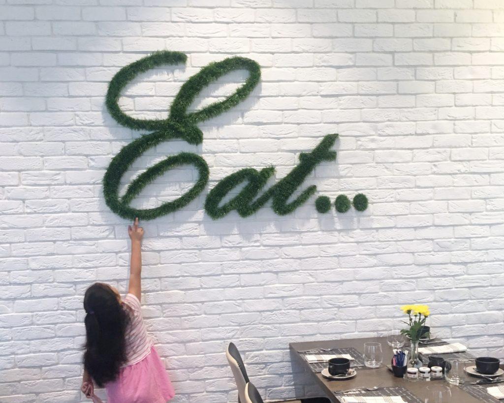 Al Maha Arjaan Cafe 302 eat