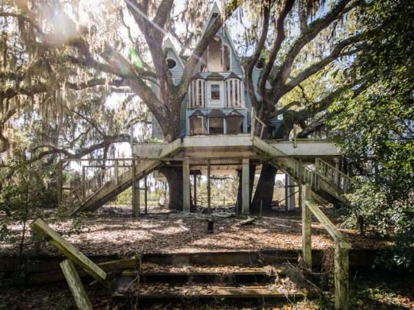 'Honky Ranch' Victorian Treehouse