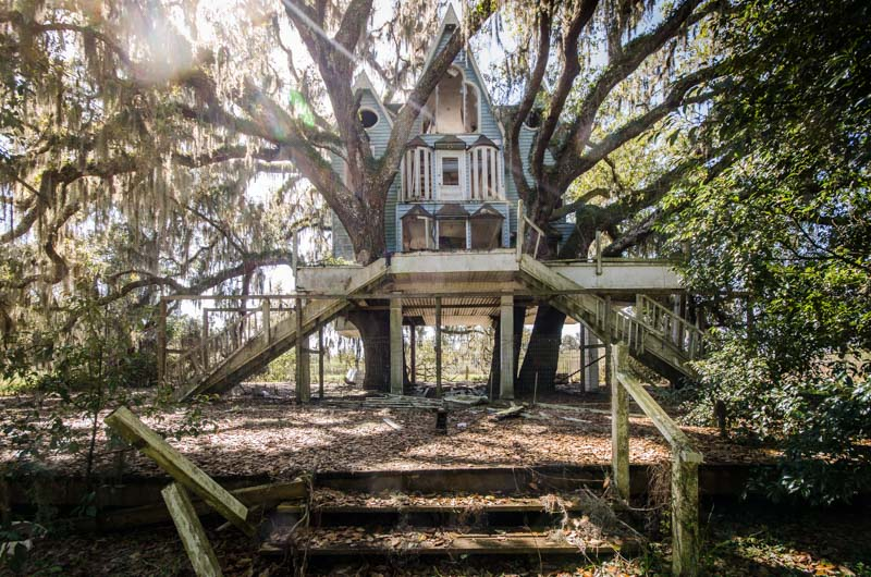 'Honky Ranch' Victorian Treehouse | Photo © 2014 Bullet, www.abandonedfl.com