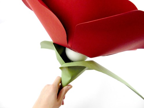 How to stem a giant paper flower