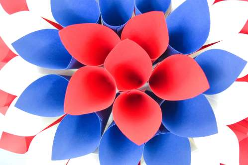 Red, White and Blue Dahlia Paper Wreath: July 4th DIY Decor. DIY paper flowers