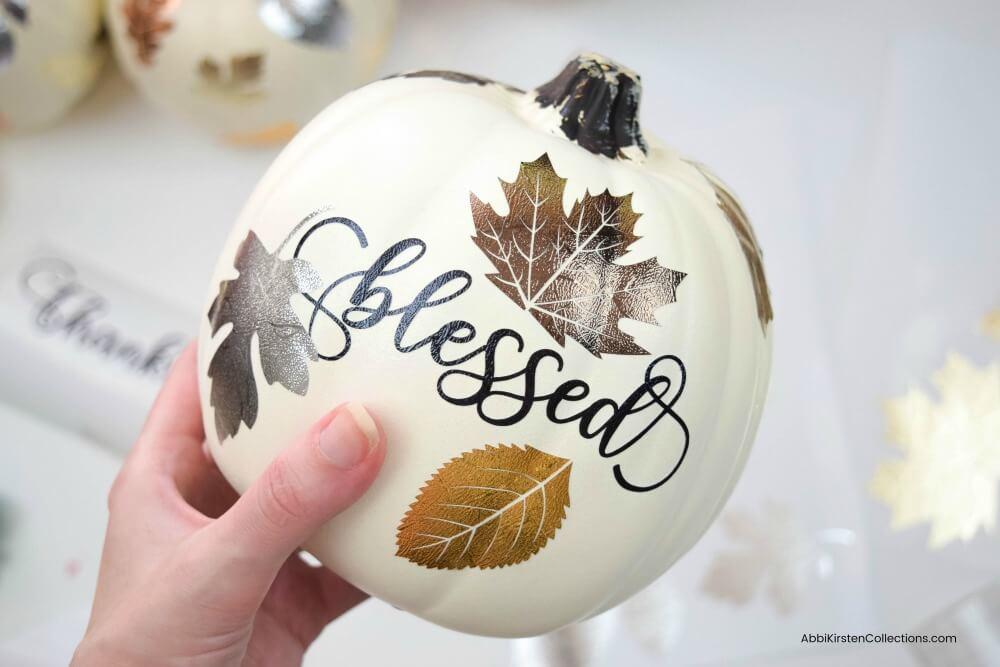 DIY Metallic Leaf Pumpkins: Fall Pumpkin Crafts DIY Pumpkin Decor