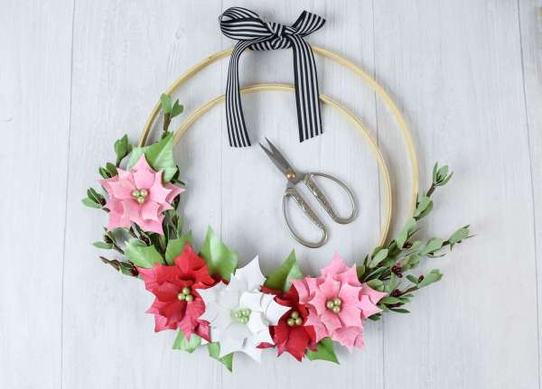 paper flower wreath on embroidery hoops.