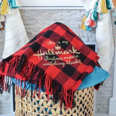 Easy DIY Christmas Gifts: Custom Holiday Blanket with Cricut