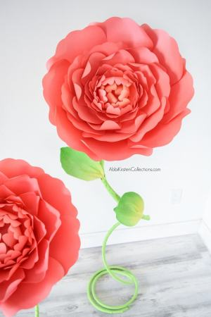 How to make curvy giant paper flower stems with copper tubing. Use this step by step tutorial to craft a reusable stem for any large paper flower.