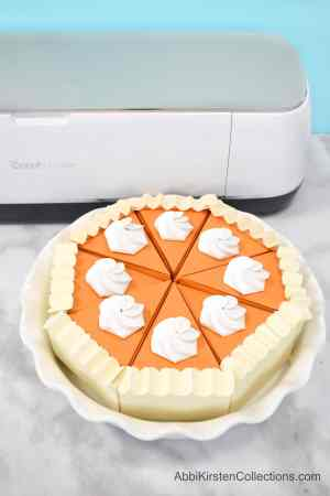 DIY Pumpkin Pie Craft Boxes - Thanksgiving Treat Box. Make pie take-home containers and favori boxes with these free Cricut templates and PDF printables.