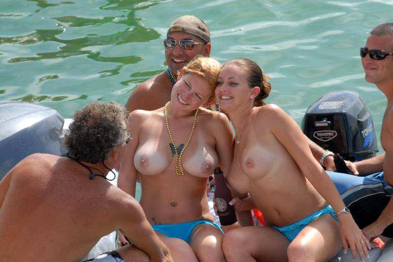 sex mom photos in beach