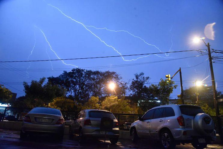 Para el final de la tarde se esperan lluvias y tormentas eléctricas.
