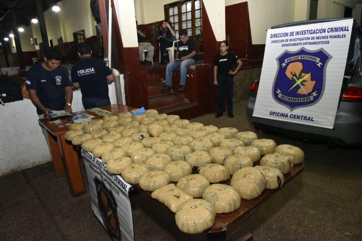 Cónsul suspendido transportaba marihuana en vehículo diplomático