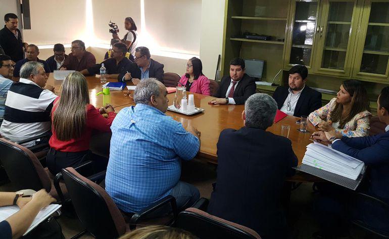 Reunión entre representantes del Gobierno y de guardiacárceles en la que no pudieron llegar a un acuerdo.