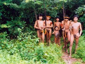 Grupo de Indígenas awa