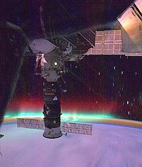 Volando a través de una aurora a 28.000 km por hora
