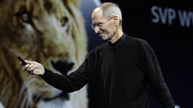 Steve Jobs, visiblemente delgado, en la presentación del iCloud