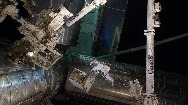 El Atlantis se desacopla con éxito de la Estación Espacial Internacional