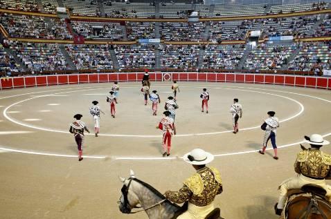 Paco Vázquez se suma a las mil firmas por el «respeto» a los toros