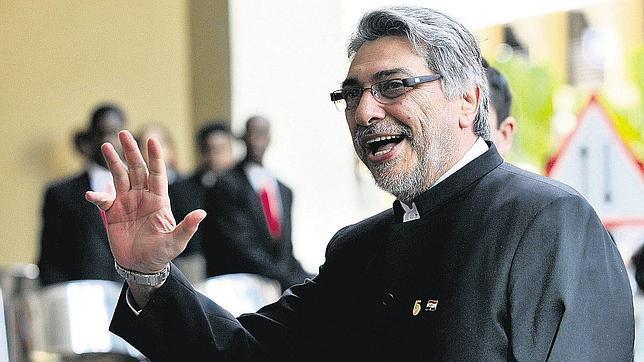 El presidente de Paraguay, Fernando Lugo, reconoce la paternidad de un segundo hijo nacido cuando aún era obispo