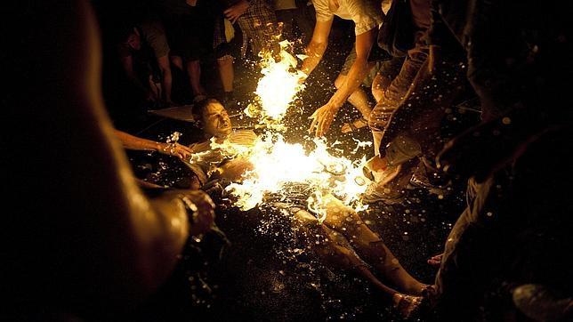 Un «indignado» israelí se quema a lo bonzo en una manifestación