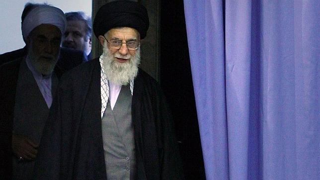 El ayatolá iraní Jamenei considera ambiguo el Holocausto y ataca a los homosexuales