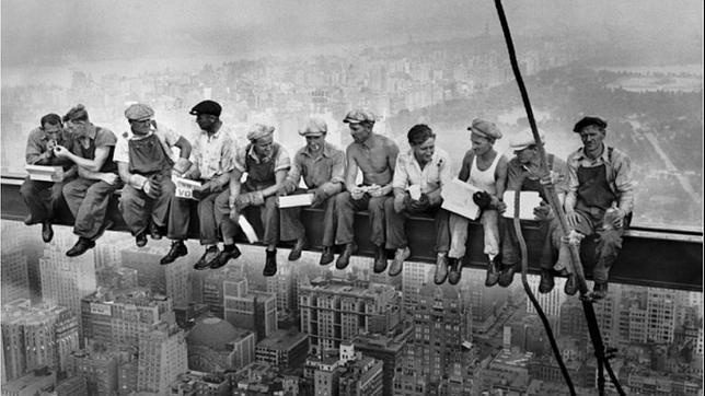 Resultado de imagen de fotos trabajadores andamio empire state building nueva york 1932