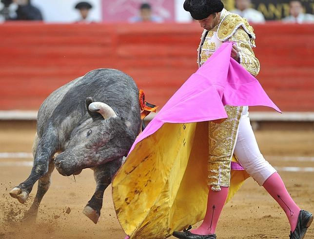 Daña a Mora su exceso de confianza en su debut en La México