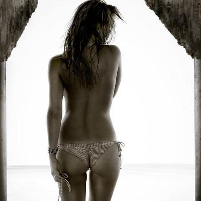 https://i0.wp.com/www.abc.es/Media/201212/04/bar-refaeli-desnuda-twitter--644x644.jpg