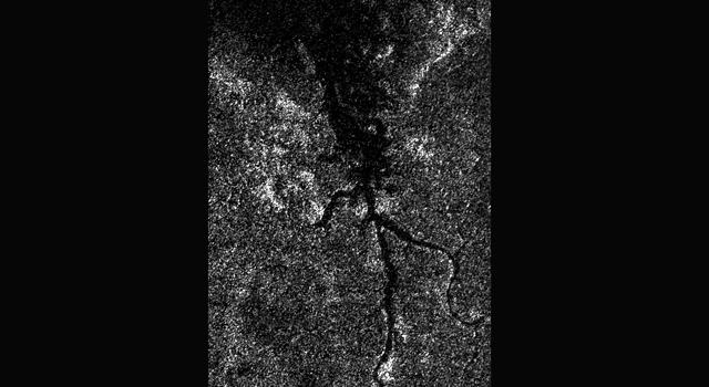 Descubren un pequeño «río Nilo» en Titán